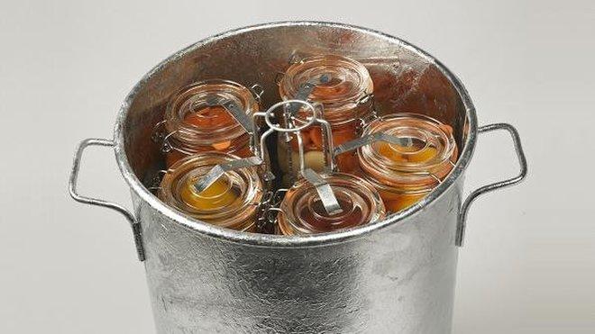 Stériliser bocaux - Mise en conserve dans la marmite avec emplacements